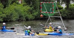 Spielerische Einweihung der Kanu-Polo-Anlage im Stadtpark . Vasel
