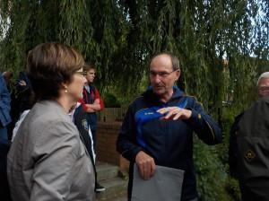 Erster Vorsitzender Dr. Gernot Paul im Gespräch mit Erster Stadträtin Katja Oldenburg-Schmidt. Foto: K. Altenfelder